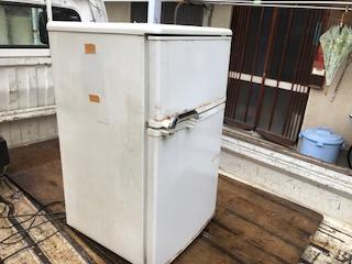 古い冷蔵庫 2ドアを回収しました 大阪市西淀川区ゴミ屋敷遺品整理は関エコへ